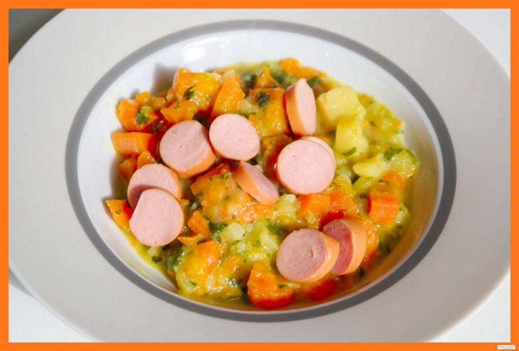 Hausgemachte Kartoffelsuppe mit Würstchen