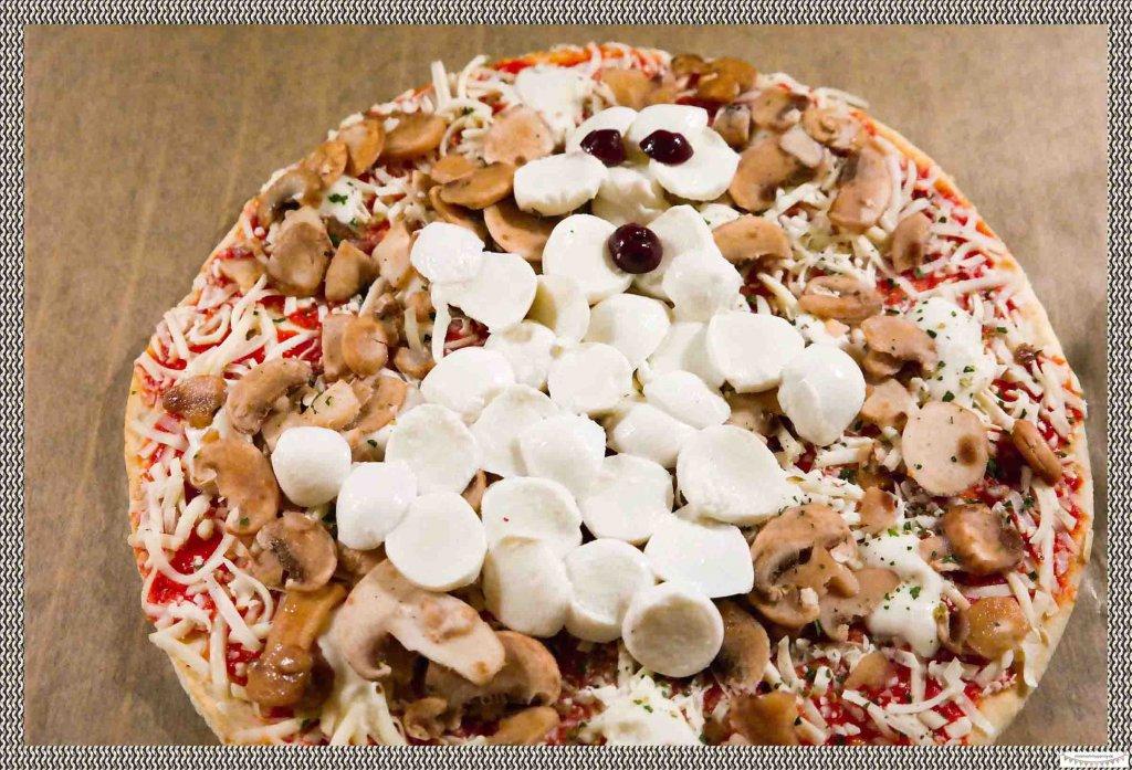 Mozzarellagespenst auf Pizza