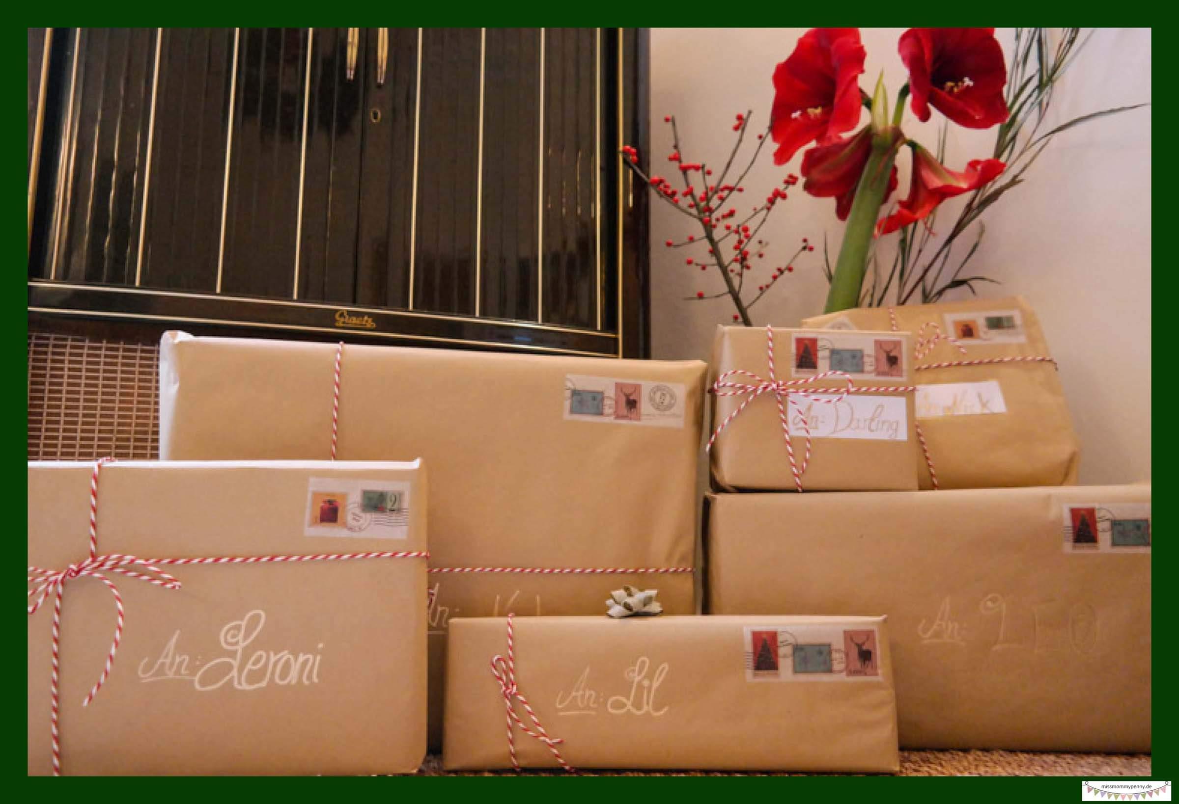 Geschenke wie Postpakete verzieren